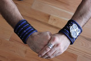 https://sites.google.com/a/taurusseats.com/site/accessories/biker/bracelets/brlt/twins_1.jpg