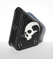 https://sites.google.com/a/taurusseats.com/site/accessories/sbags/swingarm/yorick/Yorick_swingarm_bag_03.jpg