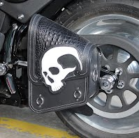 https://sites.google.com/a/taurusseats.com/site/accessories/sbags/swingarm/yorick/Yorick_swingarm_bag_07.jpg