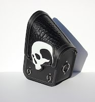 https://sites.google.com/a/taurusseats.com/site/accessories/sbags/swingarm/yorick/Yorick_swingarm_bag_04.jpg