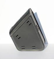 https://sites.google.com/a/taurusseats.com/site/accessories/sbags/swingarm/yorick/Yorick_swingarm_bag_05.jpg